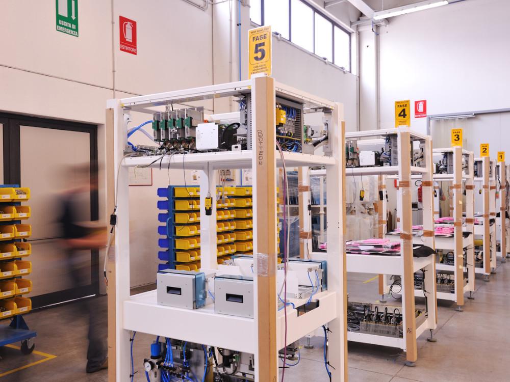 automazione industriale a più fasi